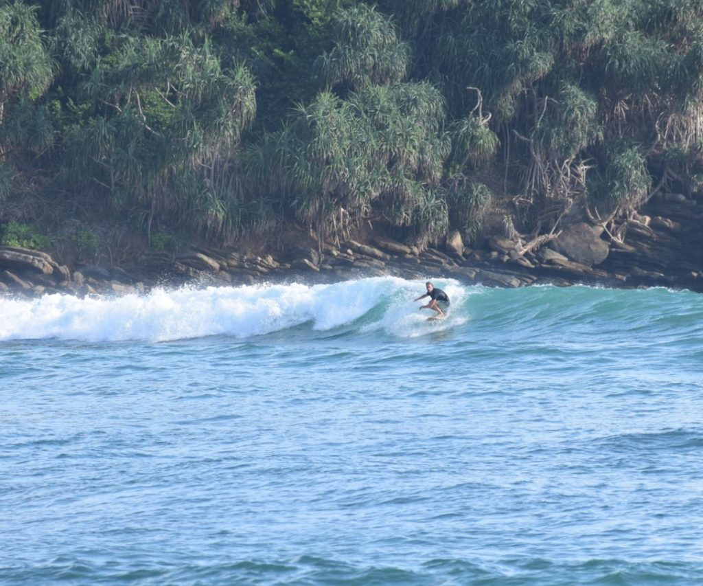 Hiriketiya Bay waves