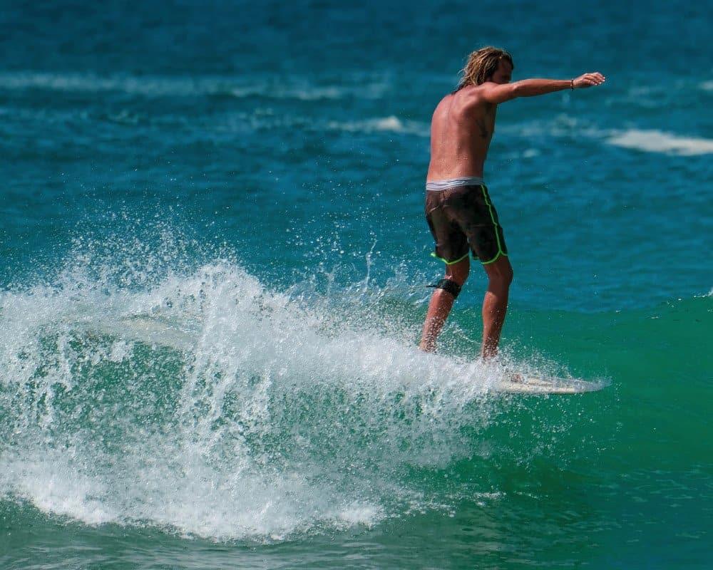 Dickwella surfer