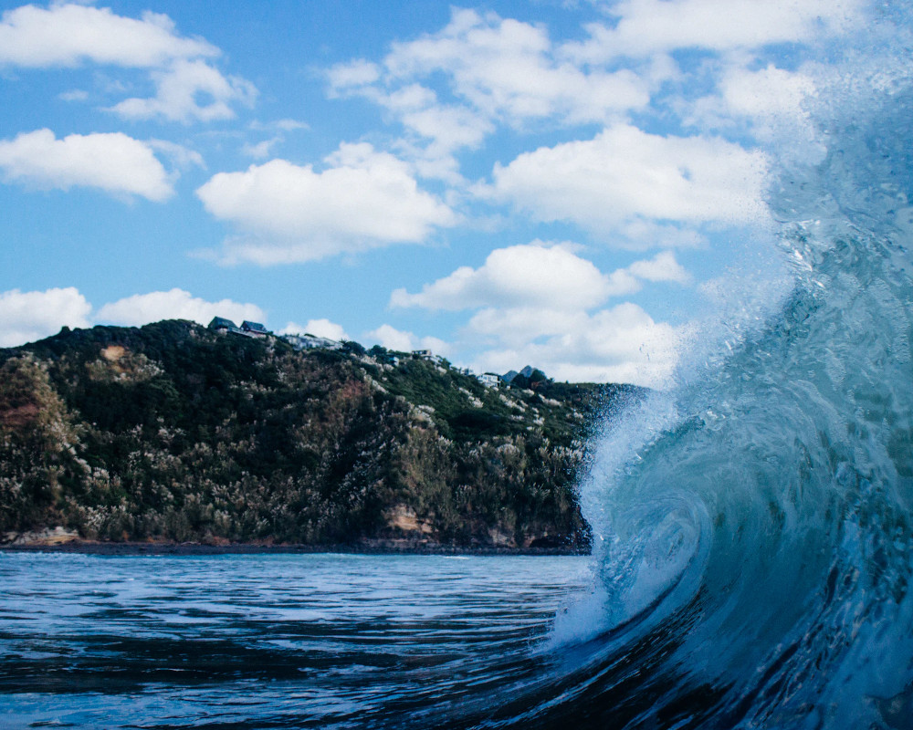 Raglan surf wave