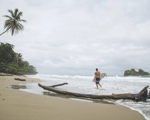 Costa Rica surfing beach