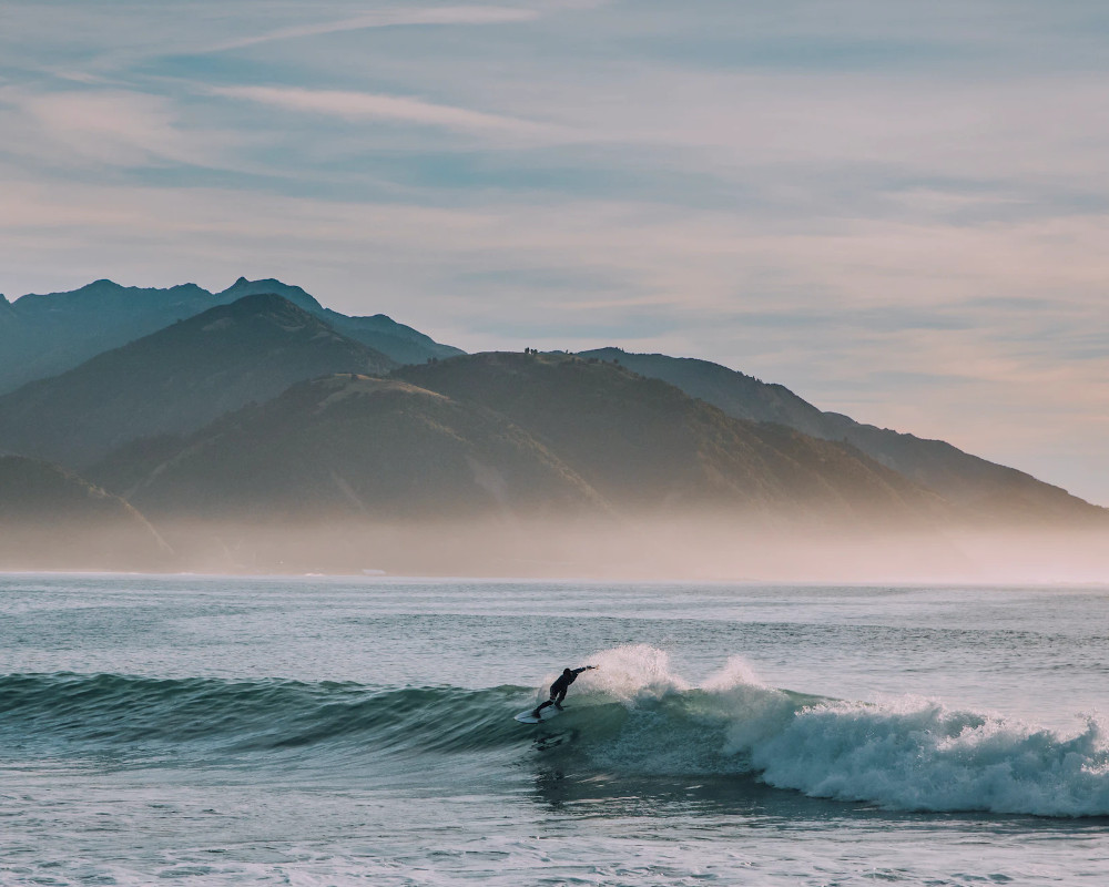 Kiwi surfer