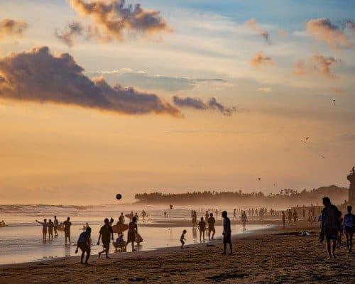 Batu Bolong beach crowd