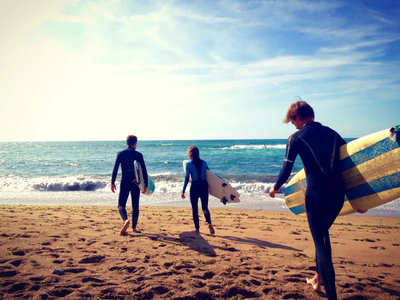 Surfers-walk to the beach in Biarritz