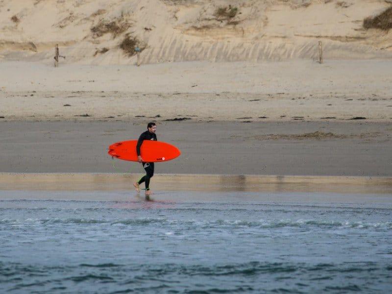 surfing in La Torche